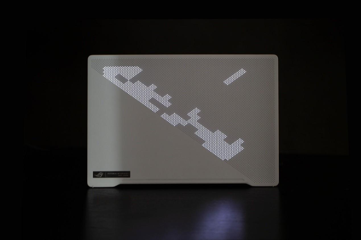 图片包含 笔记本, 桌子, 电脑, 男人描述已自动生成